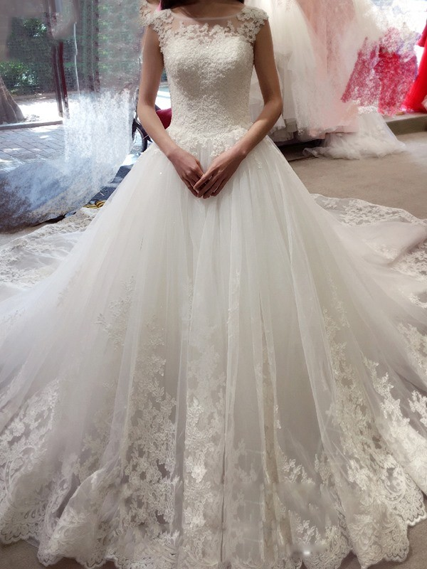 Ball Gown Sleeveless Bateau Chapel Train White Tulle Wedding Dresses