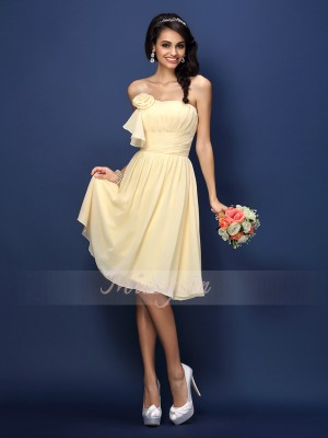Sleeveless Strapless Chiffon Knee-Length Daffodil Bridesmaid Dresses
