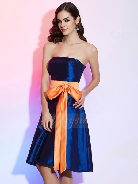 A-Line/Princess Strapless Sleeveless Knee-Length Royal Blue Bridesmaid Dresses