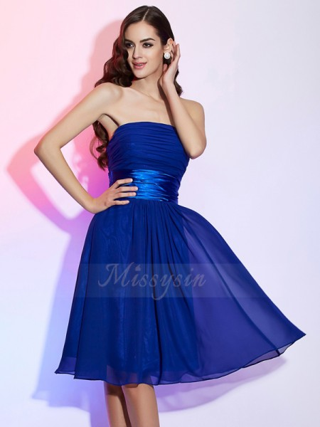 A-Line/Princess Strapless Sleeveless Knee-Length Royal Blue Dresses