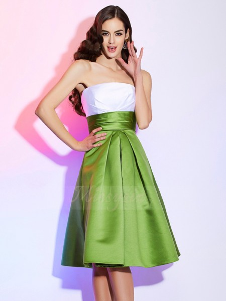 A-Line/Princess Strapless Sleeveless Knee-Length Green Bridesmaid Dresses