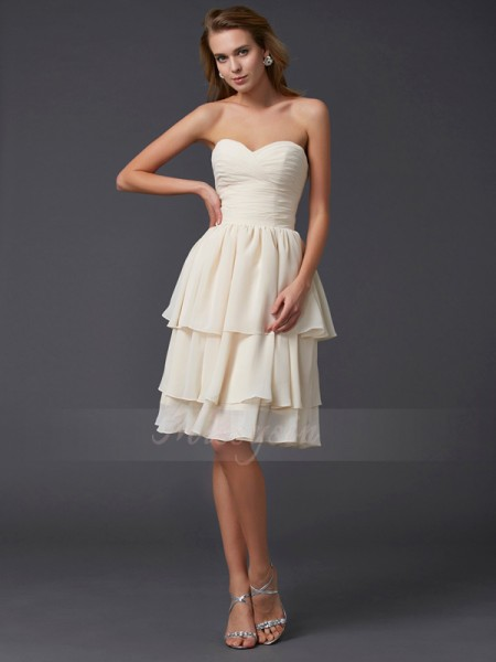 Sheath/Column Sweetheart Sleeveless Knee-Length Champagne Bridesmaid Dresses