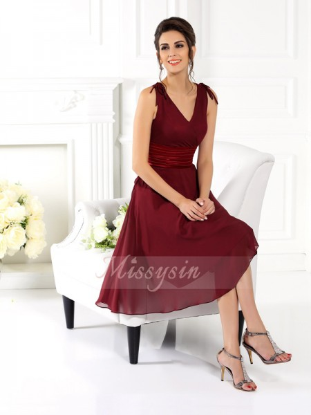 Sleeveless V-neck Chiffon Knee-Length Burgundy Bridesmaid Dresses