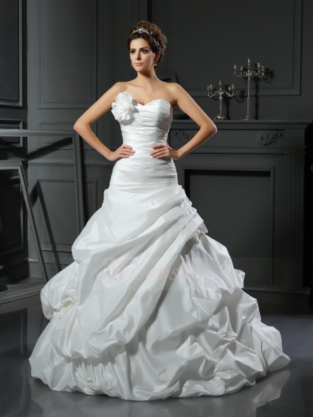 Ball Gown Sleeveless Sweetheart Cathedral Train Ivory Wedding Dress