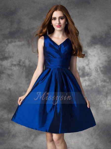 A-line/Princess Sleeveless V-neck Short Dark Navy Bridesmaid Dresses