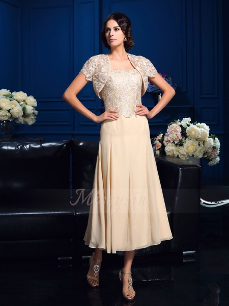 A-Line/Princess Sleeveless Square Short Champagne Mother of the Bride Dresses