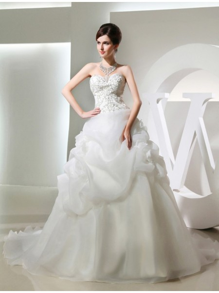 Sleeveless Strapless , Sweetheart Chapel Train White Wedding Dresses