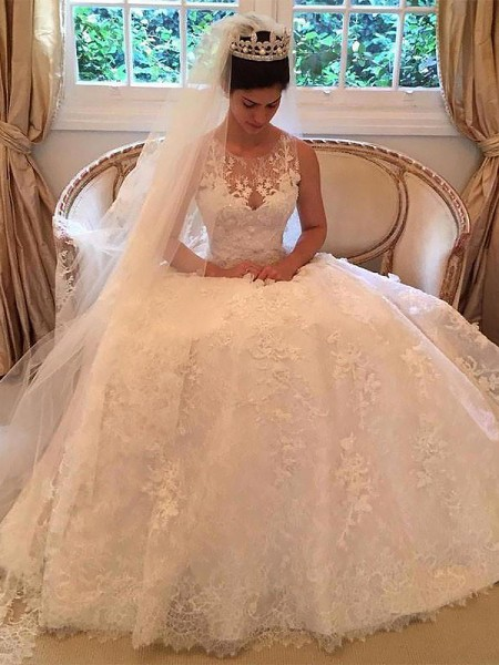 A-Line/Princess Sleeveless Scoop Court Train Ivory Lace Wedding Dresses