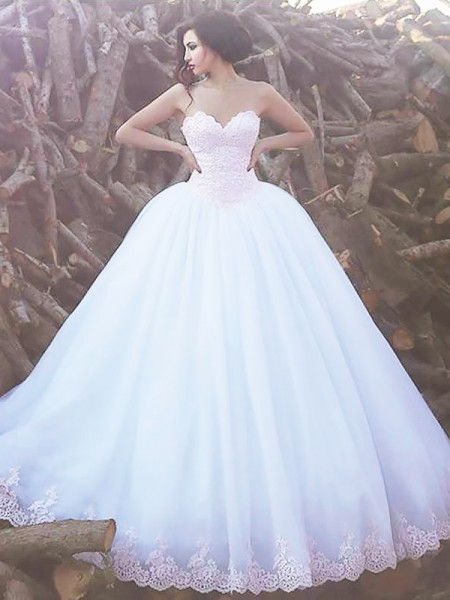 Ball Gown Sleeveless Sweetheart Sweep Train Ivory Organza Wedding Dresses