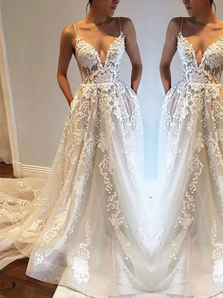 A-Line/Princess Sleeveless Spaghetti Straps Court Train Ivory Tulle Wedding Dresses