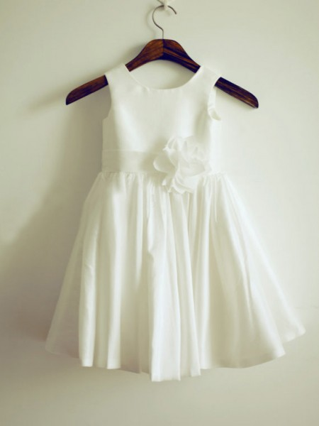 A-Line/Princess Jewel Sleeveless Knee-Length White Flower Girl Dresses