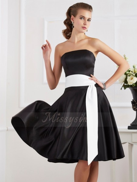 A-Line/Princess Strapless Sleeveless Knee-Length Black Dresses
