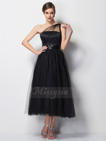 A-Line/Princess One-Shoulder Sleeveless Tea-Length Black Bridesmaid Dresses