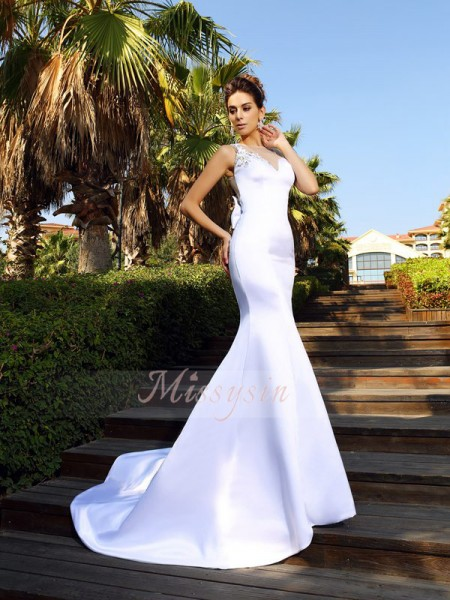 Sleeveless Scoop Satin Court Train White Dresses
