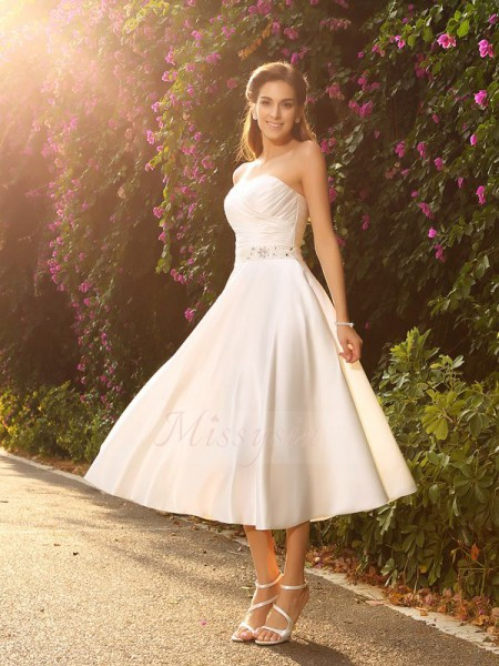 A-Line/Princess Sleeveless Sweetheart Short Ivory Wedding Dress