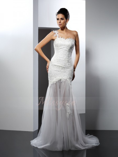 Trumpet/Mermaid Sleeveless One-Shoulder Chapel Train White Wedding Dress