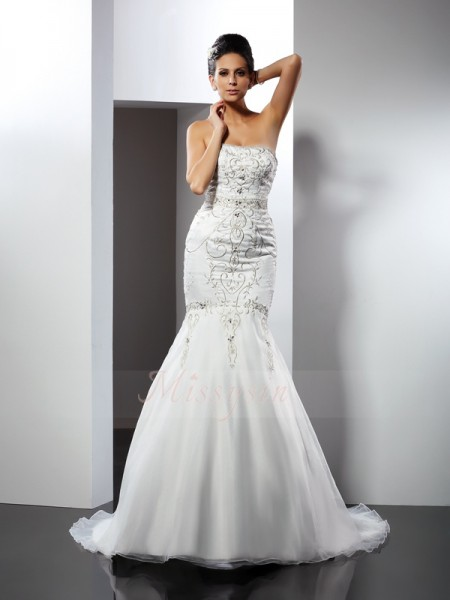 Trumpet/Mermaid Sleeveless Strapless Chapel Train White Wedding Dress