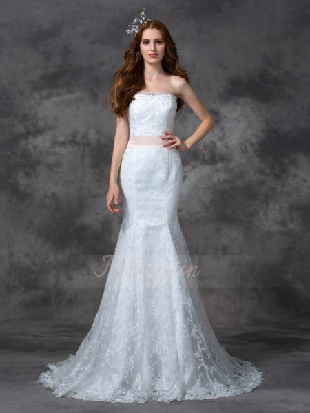 Trumpet/Mermaid Sleeveless Strapless Court Train White Wedding Dresses