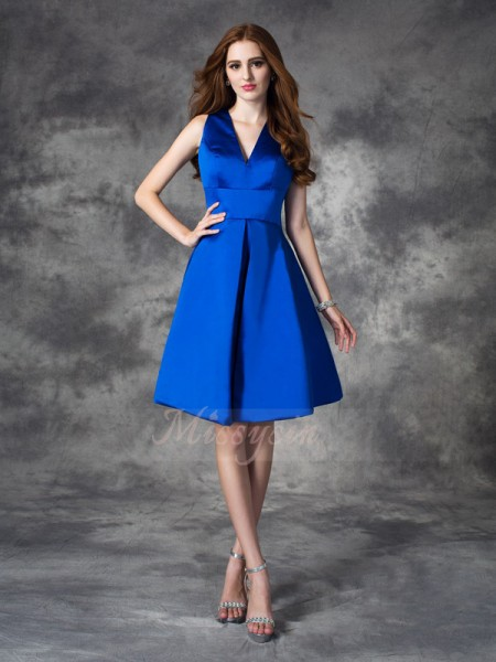 A-line/Princess Sleeveless V-neck Short Royal Blue Bridesmaid Dresses