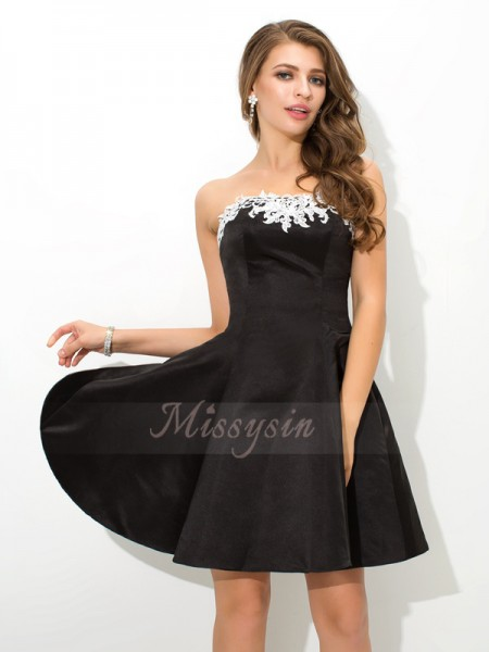 A-Line/Princess Sleeveless Strapless Short Black Dresses
