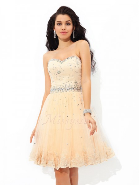 A-Line/Princess Sleeveless Sweetheart Short Champagne Dresses
