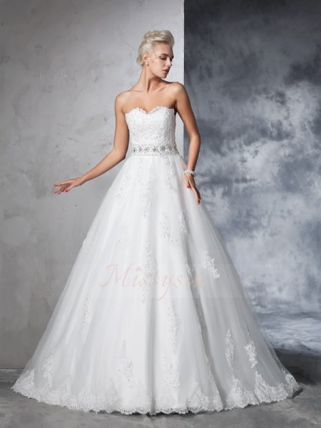 Ball Gown Sleeveless Sweetheart Chapel Train Ivory Wedding Dresses