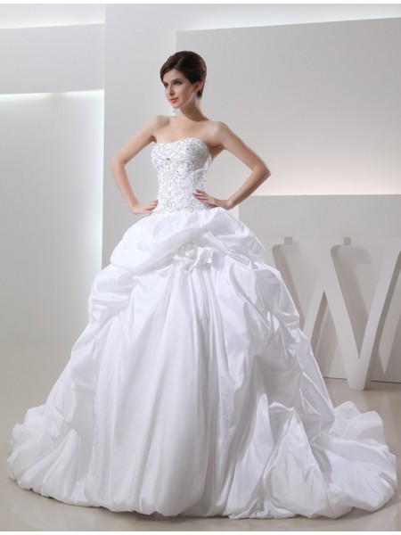 Sleeveless Strapless Cathedral Train White Wedding Dresses