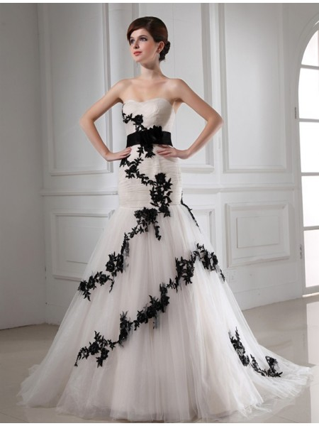 Sleeveless Sweetheart Court Train Black , Ivory Wedding Dresses