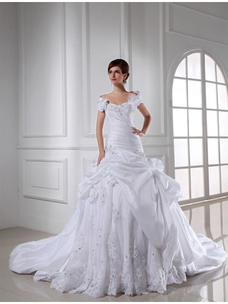 Sleeveless Sweetheart Chapel Train White Wedding Dresses