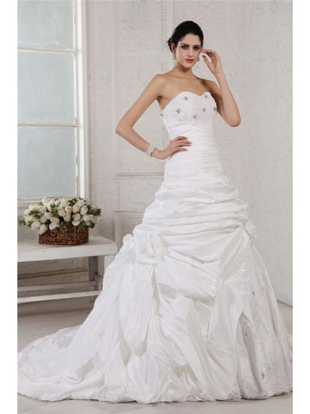 Sleeveless Sweetheart Court Train White Wedding Dresses