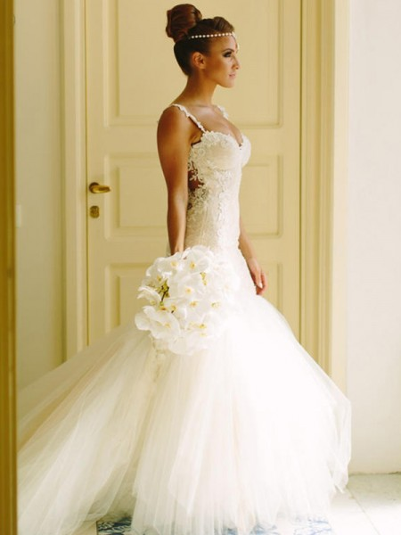 Trumpet/Mermaid Tulle Applique Spaghetti Straps Sleeveless Court Train White Wedding Dresses