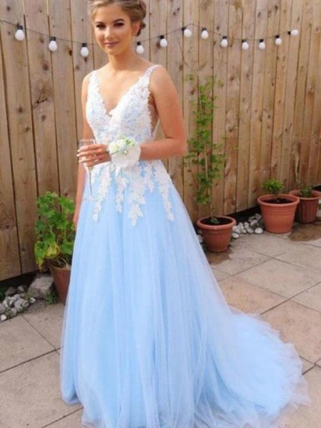 A-Line/Princess Sweep/Brush Train Applique V-neck Sleeveless Tulle Dresses