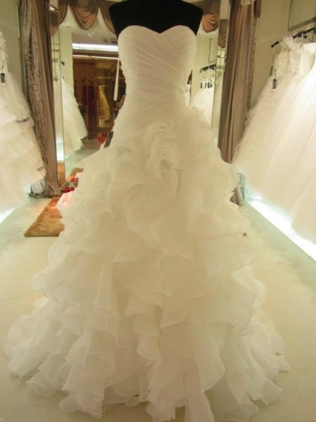 Ball Gown Sleeveless Sweetheart Court Train White Organza Wedding Dresses