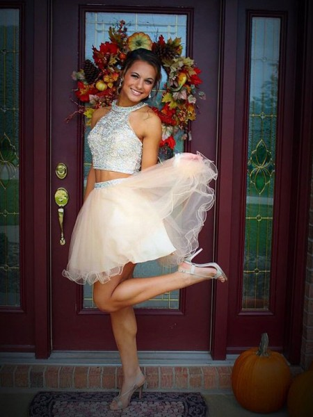 A-line/Princess Sleeveless Scoop Short Champagne Tulle Homecoming Dresses