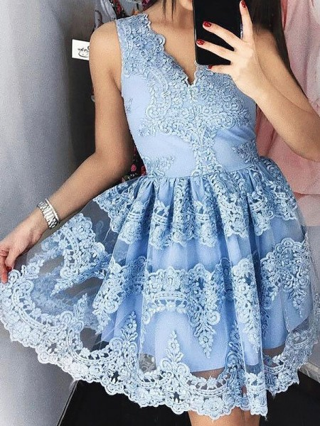 A-line/Princess Sleeveless V-neck Short Blue Lace Homecoming Dresses