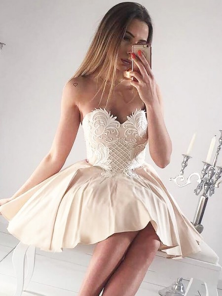 A-line/Princess Sleeveless Sweetheart Short Champagne Satin Homecoming Dresses